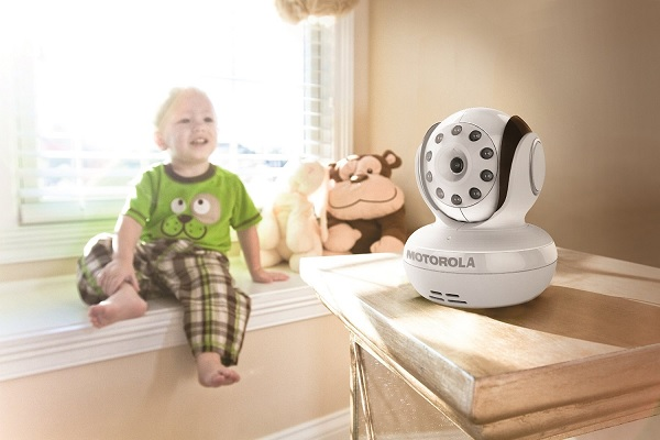 Motorola MBP36 Remote Wireless Video Baby Monitor with 3.5-Inch Color LCD Screen, Infrared Night Vision and Remote Camera Pan, Tilt, and Zoom